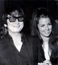 """Roy et Barbara Orbison - Auteur-chanteur """"Oh, Pretty Woman et sa femme, fondatrice de la société de parfum"""